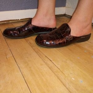 Mephisto 8.5M Embossed Patent Leather Mules